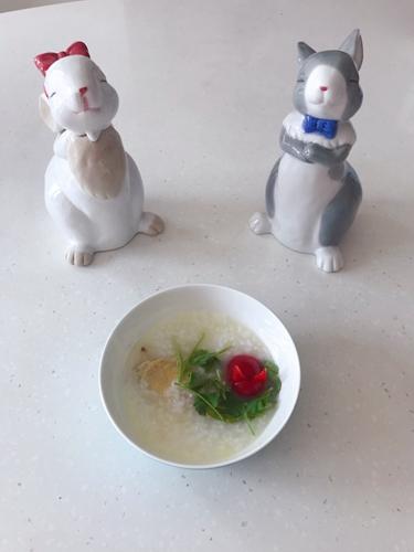 小兔子鸡翅粥的做法图解1
