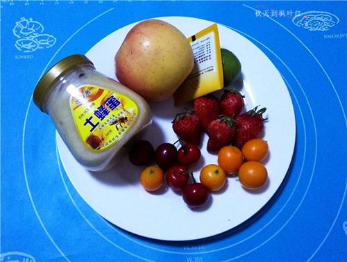 蜂蜜水果茶的做法图解1