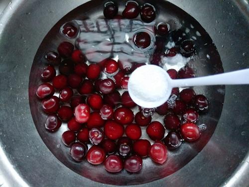 樱桃罐头的做法图解2