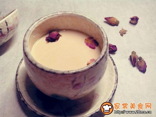 自制玫瑰红茶奶茶的做法图解4