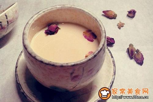 自制玫瑰红茶奶茶