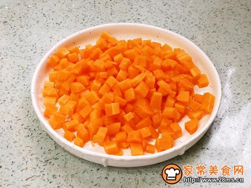 松仁玉米胡萝卜丁的做法图解2