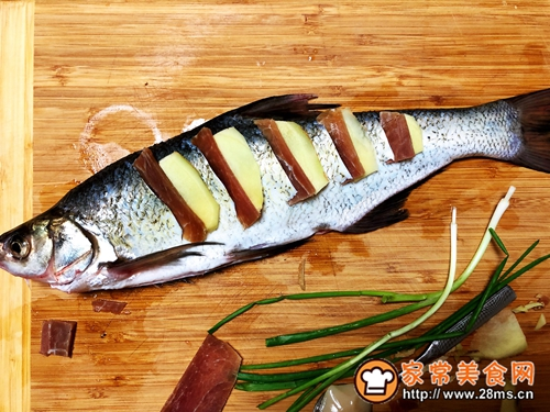 清蒸白鱼的做法图解3