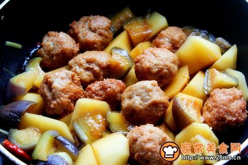 肉丸子烧茄子土豆