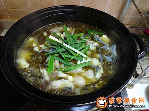 《砂锅酸菜鱼》