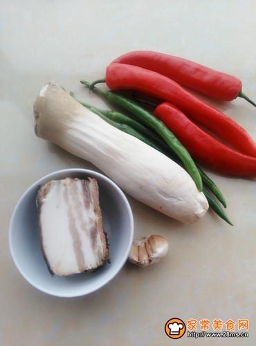 腊肉炒杏鲍菇