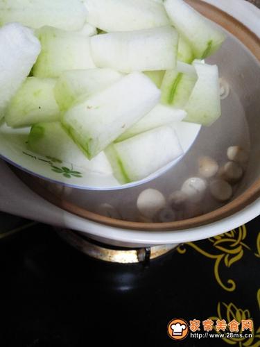 草菇冬瓜排骨汤