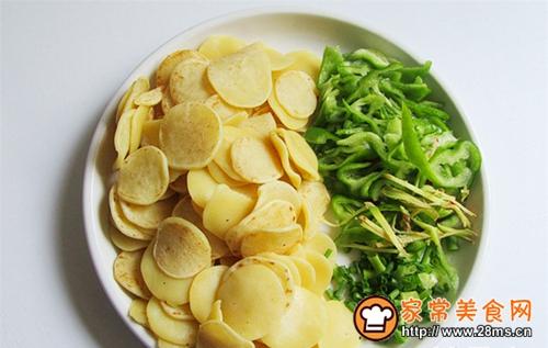 绿豆饼炒青椒的家常做法
