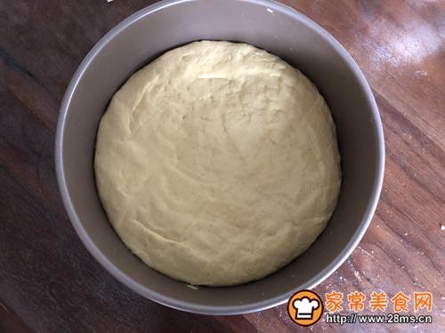 松软的玉米面发糕的做法图解2