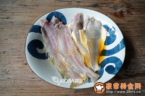 莫家码头:雪菜黄鱼面的做法图解3
