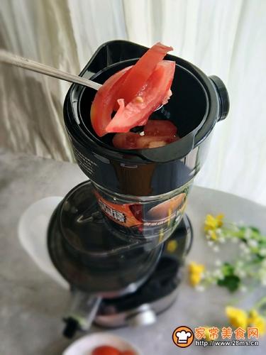 营养美味西红柿汁的做法图解4