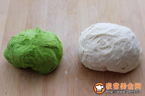 菠菜双色花样小馒头卷的做法图解6