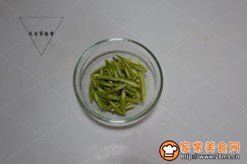 鲜贝玉米炒芦笋的做法图解3
