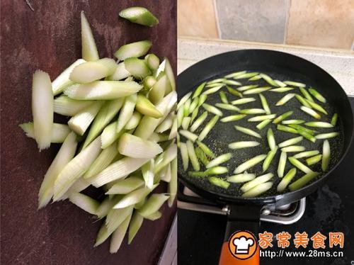 黑胡椒牛肉炒蘑菇的做法图解2