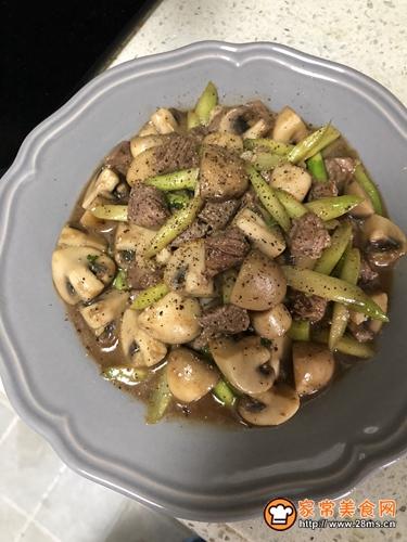 黑胡椒牛肉炒蘑菇的做法图解7