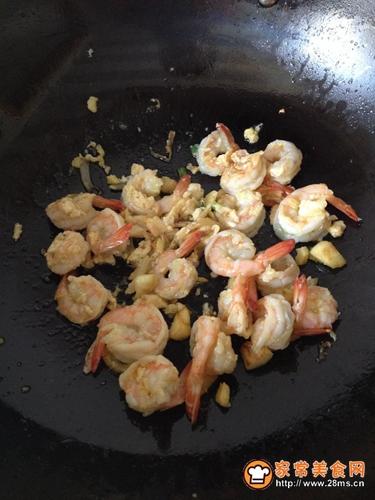 鲜虾芦笋滑蛋的做法图解4