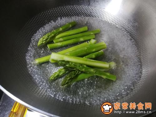 鲜味蚝油芦笋的做法图解4