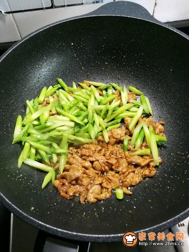 芦笋炒肉的做法图解8