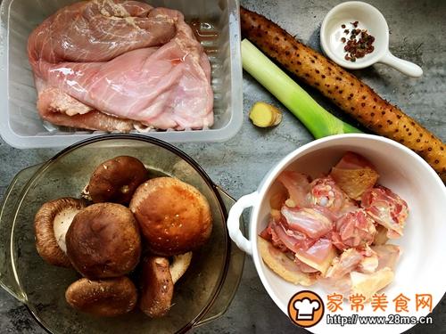 清炖土鸡猪肚汤的做法图解1