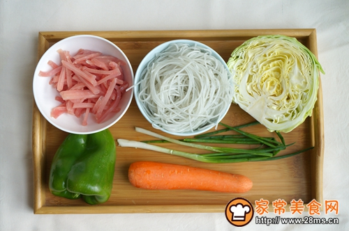 肉丝圆白菜炖粉条的做法图解1