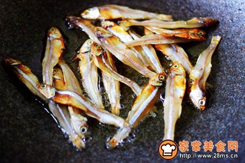 鱼干凉拌杂蔬的做法图解3