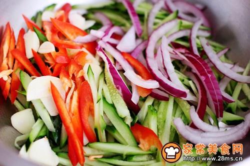 鱼干凉拌杂蔬的做法图解5