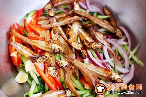 鱼干凉拌杂蔬的做法图解8
