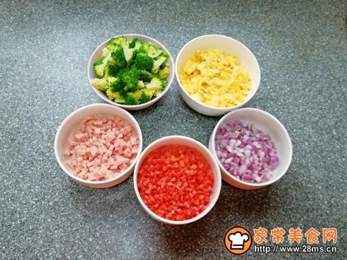 #《风味人间》美食复刻大挑战#西兰花蛋炒饭的做法图解7