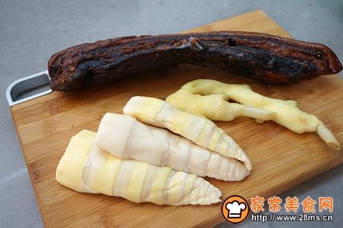 干锅酸笋腊肉的做法图解1