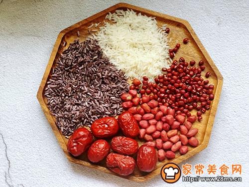 紫米红豆杂粮粥的做法图解1