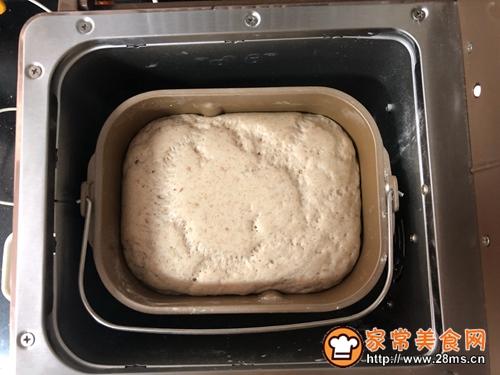 #年味十足的中式面点#好吃到爆的杂粮萝卜肉包子的做法图解2