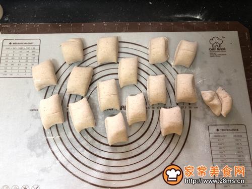 #年味十足的中式面点#好吃到爆的杂粮萝卜肉包子的做法图解4