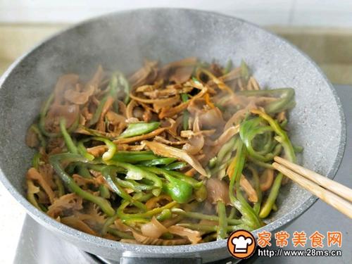 咸肉青椒炒笋干的做法图解9