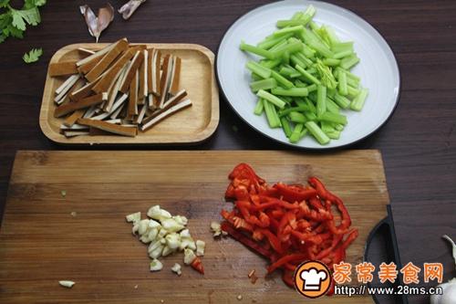 芹菜炒香干的做法图解2