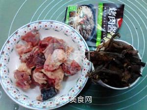榛蘑蒸鸡的做法步骤:1