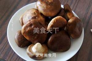 小鸡炖蘑菇的做法步骤:2