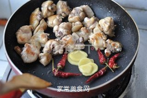 无油香菇栗子鸡的做法步骤:8