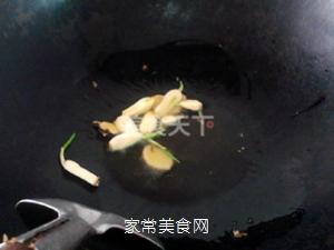 小鸡炖蘑菇的做法步骤:6