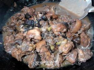 小鸡炖蘑菇的做法步骤:12