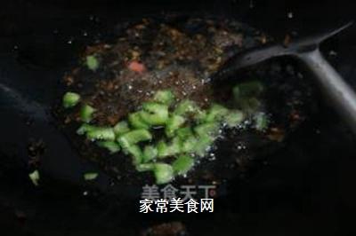 咖喱榨菜蛋炒饭的做法步骤:4