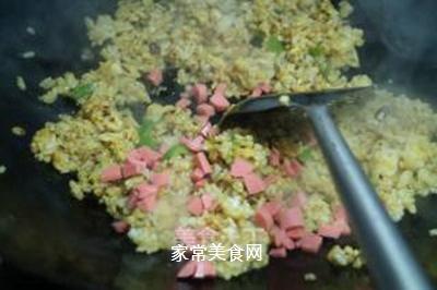 咖喱榨菜蛋炒饭的做法步骤:7