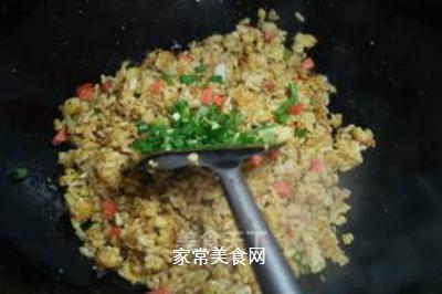 咖喱榨菜蛋炒饭的做法步骤:9