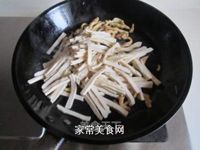 青椒榨菜干子炒鸡丝的做法步骤:4