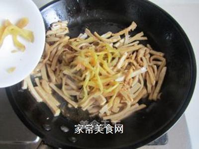 青椒榨菜干子炒鸡丝的做法步骤:6
