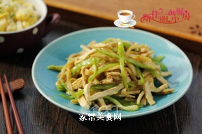 青椒榨菜干子炒鸡丝的做法步骤:9