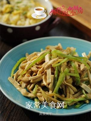 青椒榨菜干子炒鸡丝的做法