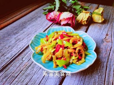 青红椒拌榨菜丝的做法