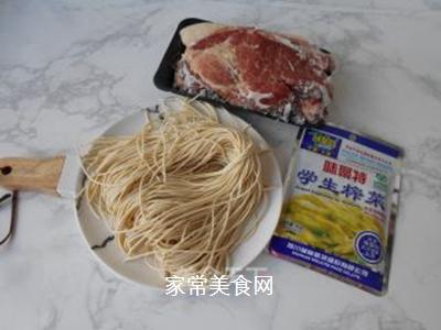 榨菜肉丝炒面的做法步骤:1