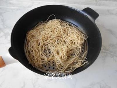 榨菜肉丝炒面的做法步骤:2