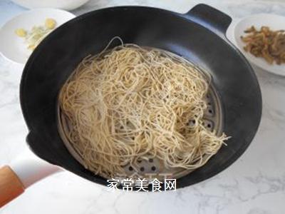榨菜肉丝炒面的做法步骤:3